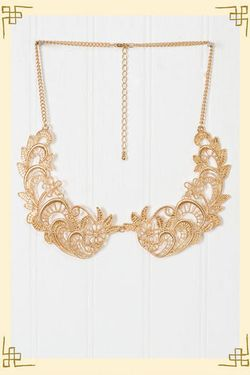 Golden lace collar